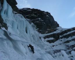 Corredores y goulotes en Chamonix con un guía de alta montaña UIAGM